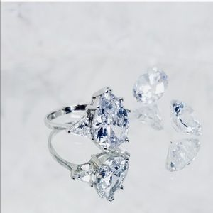7 CTTW PEAR SHAPED BRILLIANT DIAMOND RING